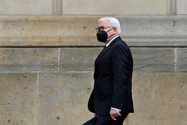 """Steinmeier spricht von Corona-Pandemie als einer """"dunklen Zeit"""" (© 2021 AFP)"""