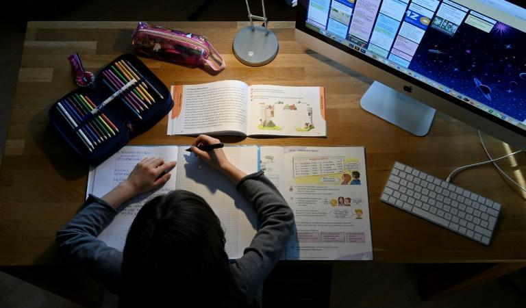 Schulkinder in Deutschland verbringen zu Hause deutlich weniger Zeit mit Lernen (© 2021 AFP)