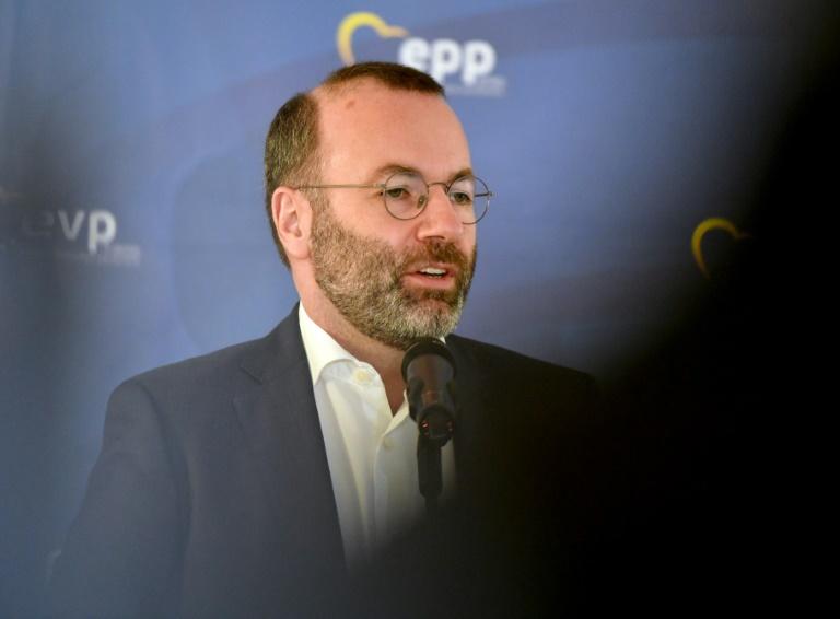 EVP-Chef Weber: Alle Flugverbindungen aus Indien in die EU aussetzen (© 2021 AFP)