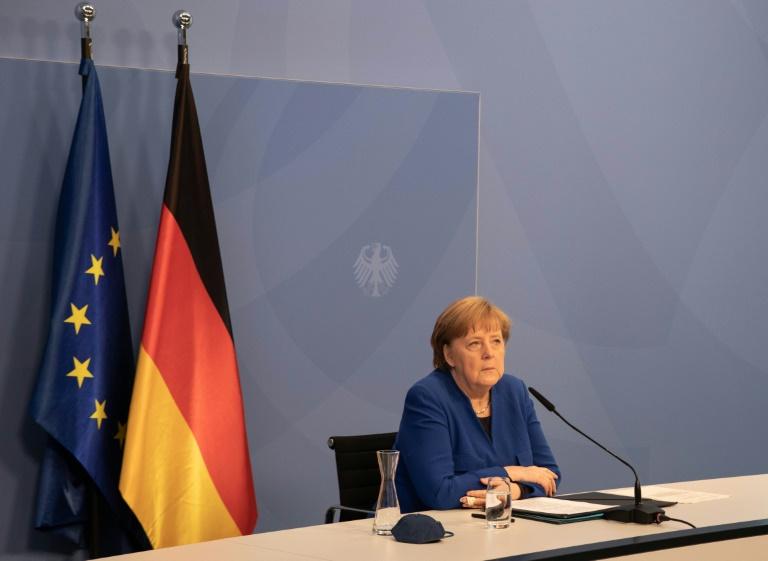 Merkel ruft zu mehr Ehrgeiz beim Klimaschutz auf (© 2021 AFP)