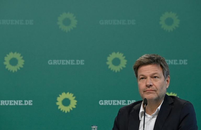 Grünen-Chef Habeck: Linke muss sich für Koalition zu Nato bekennen (© 2021 AFP)