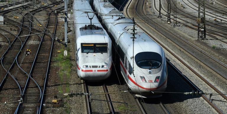 Studie: Infektionsgefahr in Bus und Bahn nicht höher als in eigenem Auto (© 2021 AFP)