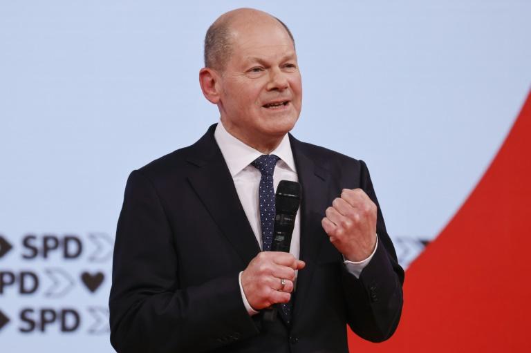 Scholz will Schuldenbremse ab 2023 wieder einhalten (© 2021 AFP)