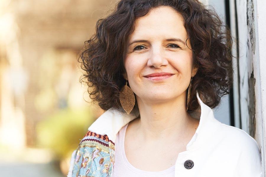 Sängerin, Meditationslehrerin und Seelsorgerin Carola Laux (Foto: Andreas Laux)