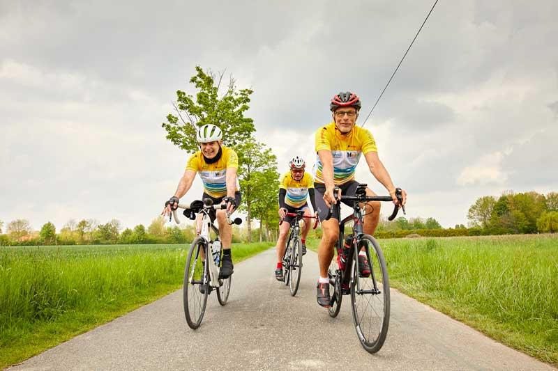 In Kleingruppen oder auf eigene Faust fuhren die Teilnehmer der RennFietsen Tour 2021 durch das Münsterland. (Foto: Philipp Fölting)