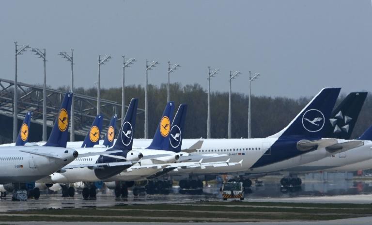 Umweltministerin und CSU-Chef schließen Verbot von Kurzstreckenflügen aus (© 2021 AFP)