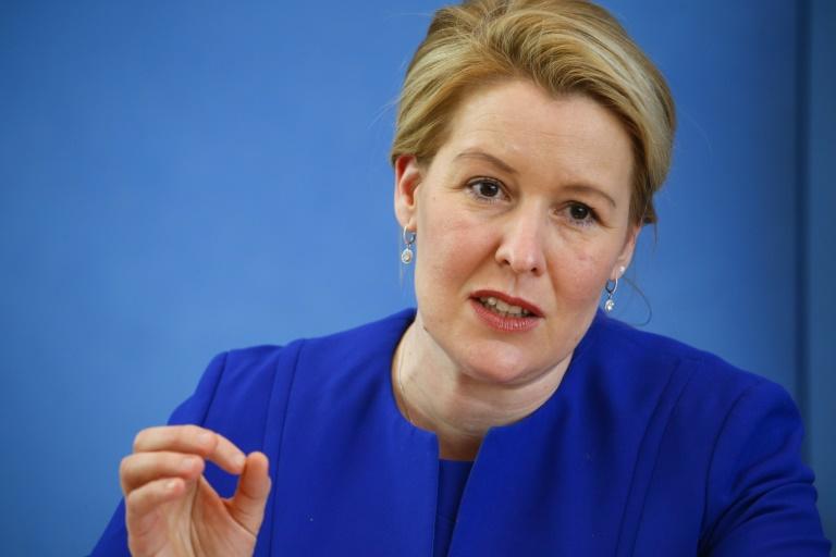 Giffey tritt wegen Doktorarbeit als Bundesfamilienministerin zurück (© 2021 AFP)