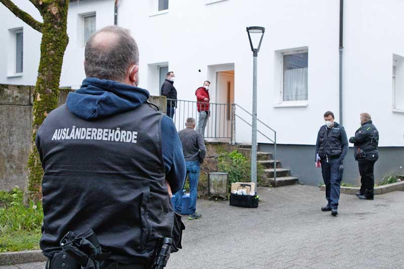 Eines von insgesamt drei Wohnhäusern in Halver, die durchsucht worden sind. (Foto: Hendrik Klein)