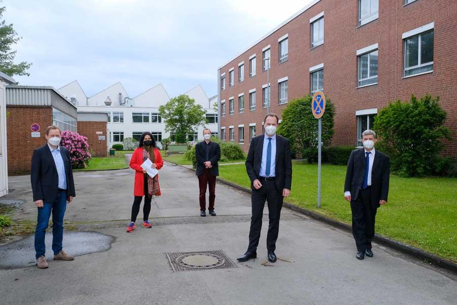 OB Dr. Stephan Keller und Planungsdezernentin Cornelia Zuschke in der Max Planck Innovationsschmiede (Foto: Stadt Düsseldorf/Michael Gstettenbauer)