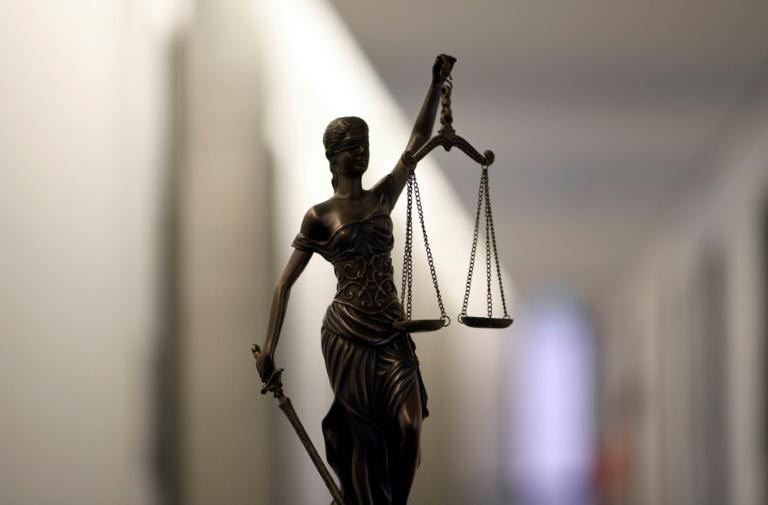 Ehefrau in Brandenburg in Teich ertränkt - lebenslange Haft für Angeklagten (© 2021 AFP)