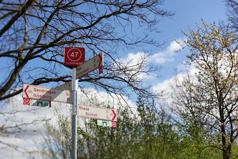 """Das neue Knotenpunktsystem ermöglicht im Kreis Borken """"Radfahren nach Zahlen"""". (Foto: Stadt Borken)"""