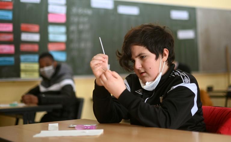 Bildungsministerin hält klassenweises Impfen von Schülern für denkbar (© 2021 AFP)