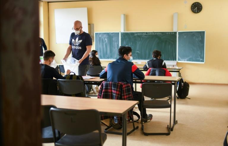 Lambrecht fordert schnelle Rückkehr zum Präsenzunterricht (© 2021 AFP)
