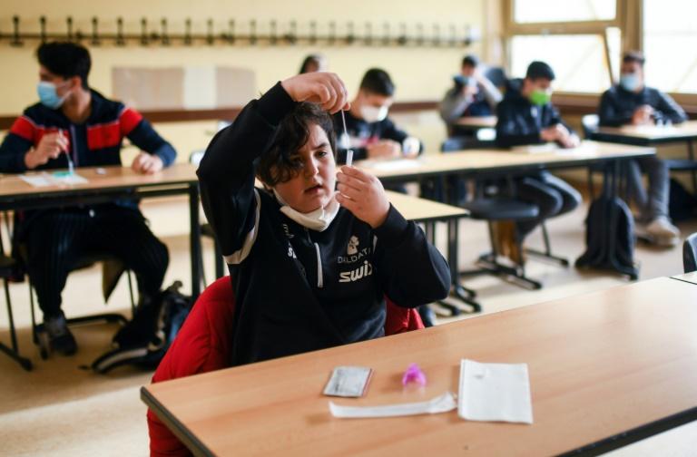 Spahn will Jugendliche auch ohne Stiko-Empfehlung in Impfkampagne einbeziehen (© 2021 AFP)