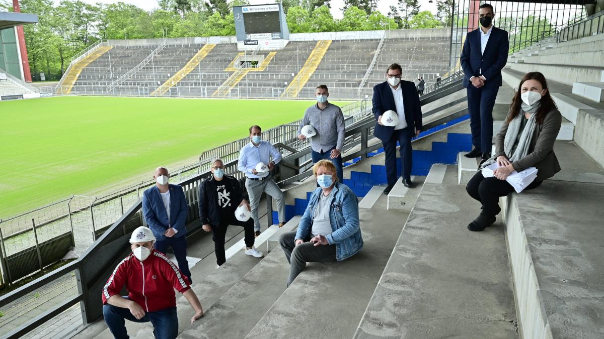 450 Fans packen bei der Sanierung der Grotenburg kräftig mit an (Foto: Stadt Krefeld, Presse und Kommunikation, Andreas Bischof)