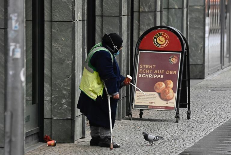 Sozial Schwache sind von Grundrechtseingriffen in der Pandemie stark betroffen (© 2021 AFP)