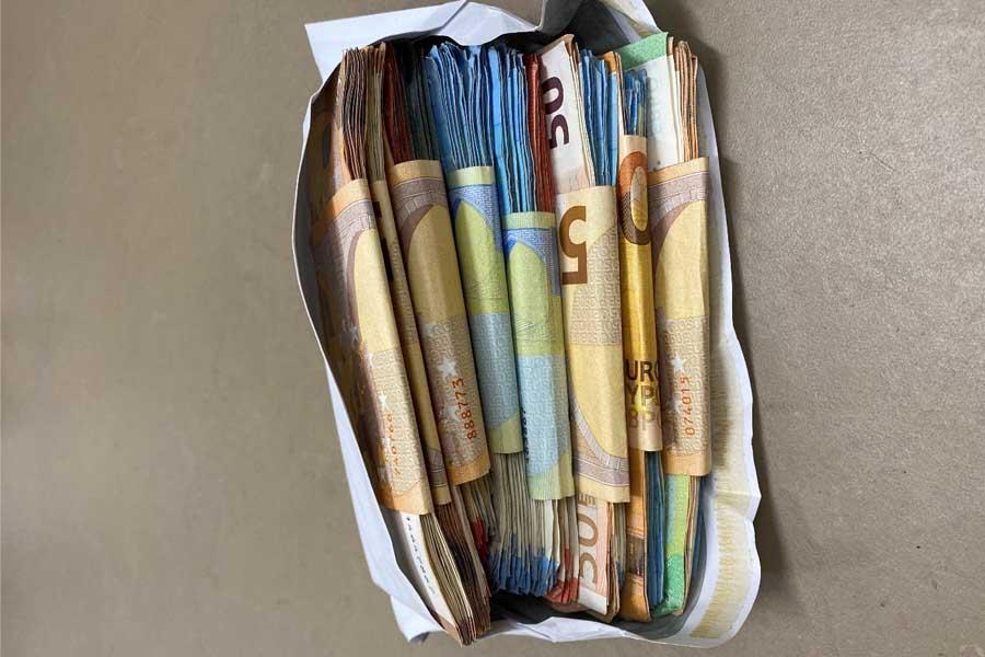 Ebenfalls circa 26.000 Euro Bargeld beschlagnahmt (Foto: Polizei Düsseldorf)