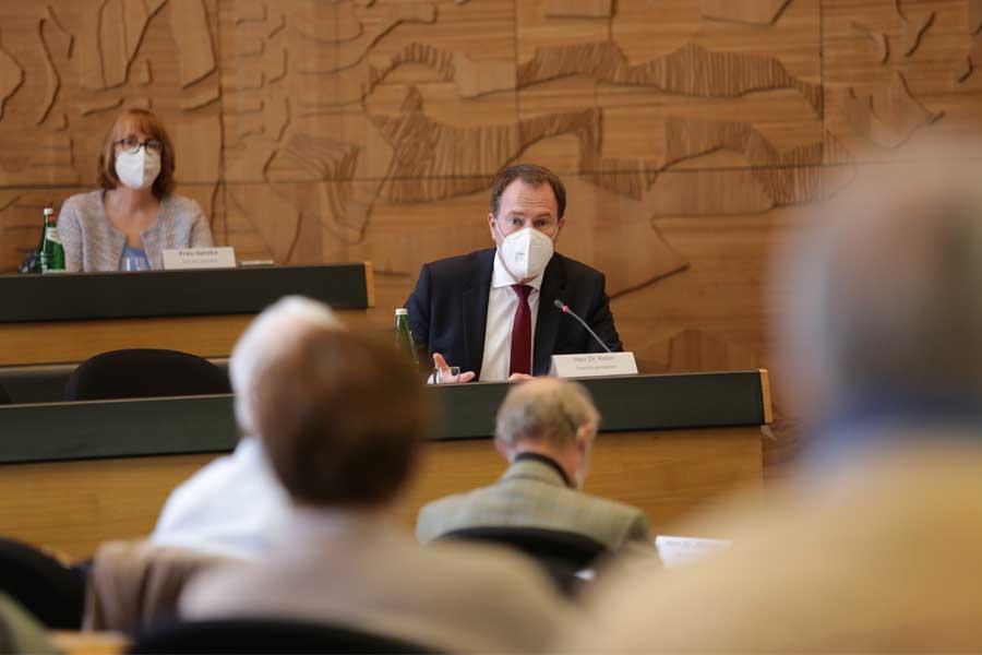 Oberbürgermeister Dr. Stephan Keller besuchte die Sitzung des Seniorenrates im Düsseldorfer Rathaus (Foto: Stadt Düsseldorf/Ingo Lammert)
