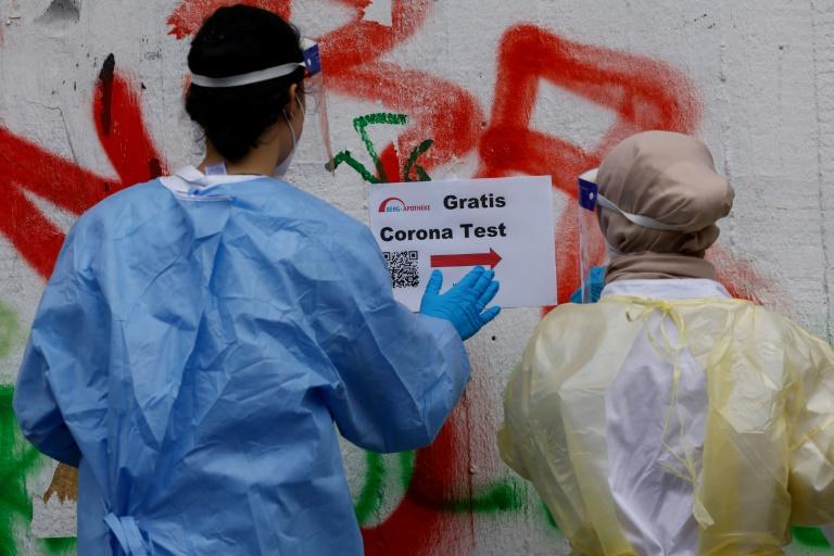 Kritik an Bundesregierung wegen möglicher Betrügereien in Corona-Testzentren (© 2021 AFP)