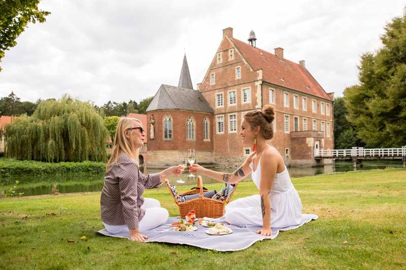 Picknick an der Burg Hülshoff.  (Foto: Romana Dombrowski)