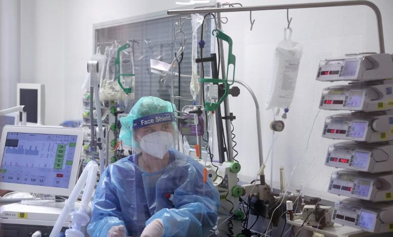 Intensivmediziner ziehen erste positive Bilanz von Bundes-Notbremse (© 2021 AFP)
