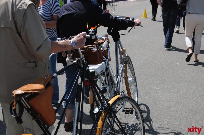 """Stadtradeln: OB Dr. Keller tritt für das """"Team Fahrradhauptstadt Düsseldorf"""" in die Pedale (Foto: xity)"""