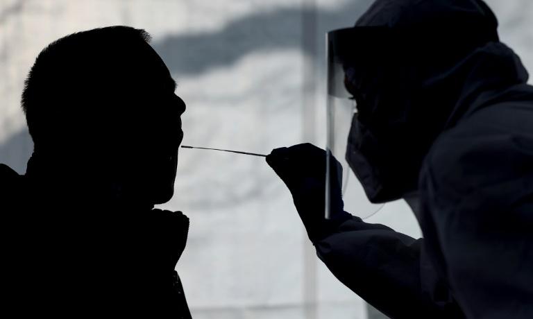 Bundesweite Sieben-Tage-Inzidenz sinkt auf 129,1 (© 2021 AFP)