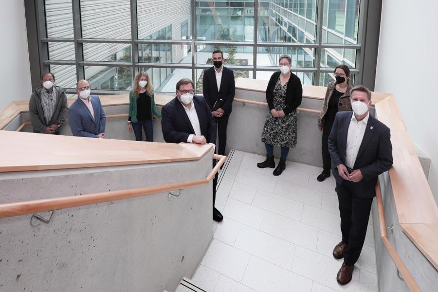 Zur offiziellen Übergabe der Räume besuchte Oberbürgermeister Frank Meyer die Schule (Foto: Stadt Krefeld, Presse und Kommunikation, Dirk Jochmann)