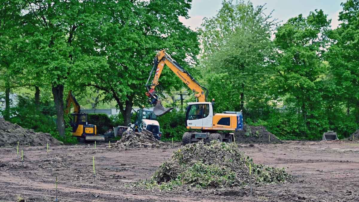 Die Bagger rollen jetzt auf der Bezirkssportanlage Horkesgath (Foto: Stadt Krefeld, Presse und Kommunikation, A. Bischof)