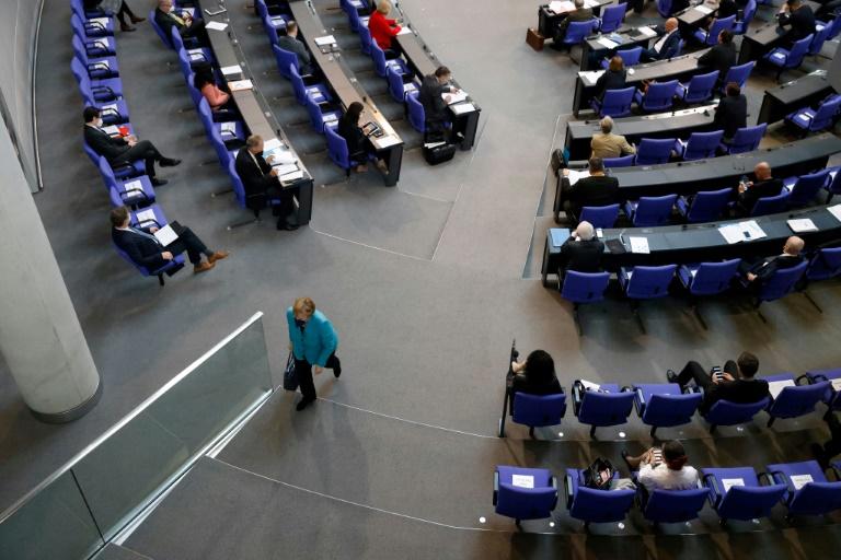 Bundestag verlängert epidemische Notlage bis 30. September (© 2021 AFP)