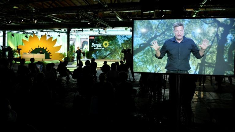Grüne stärken Führung bei CO2-Preis den Rücken (© 2021 AFP)