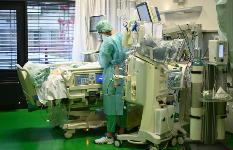 Krankenkasse DAK warnt vor dramatisch steigenden Zusatzbeiträgen (© 2021 AFP)