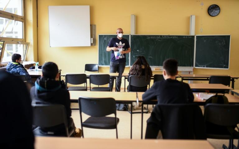 GEW warnt vor zu früher Abschaffung der Maskenpflicht in Schulen (© 2021 AFP)