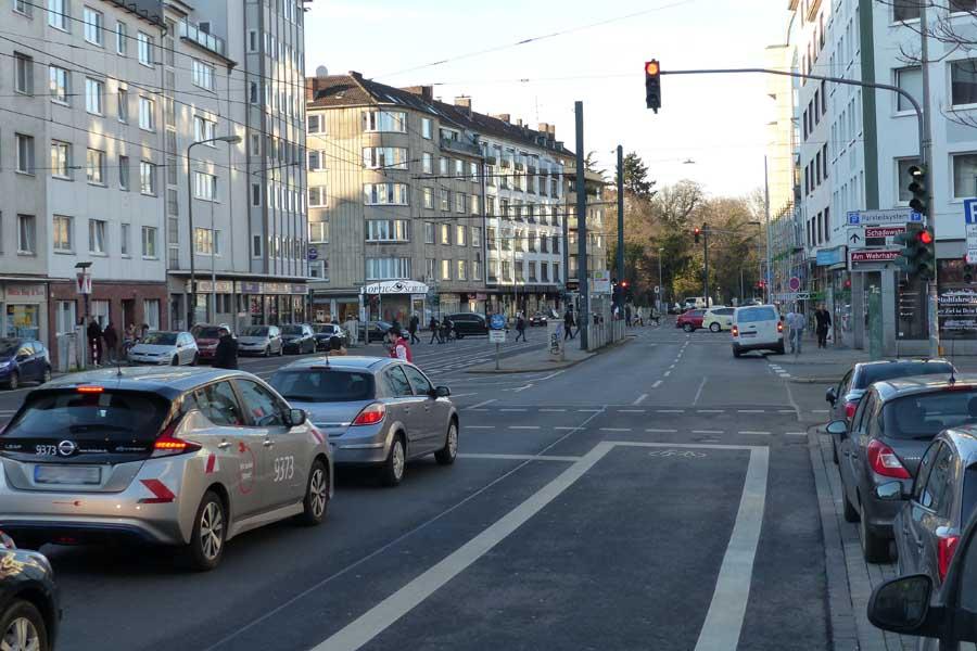 Die Radverkehrsanlagen, die aktuell an der Einmündung zur Gerresheimer Straße enden, werden bis in die Pempelforter Straße geführt (Foto: Stadt Düsseldorf)