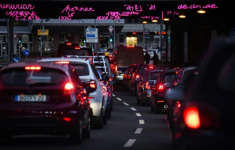 Studie: Autodichte in deutschen Städten steigt auch im Corona-Jahr 2020 (© 2021 AFP)