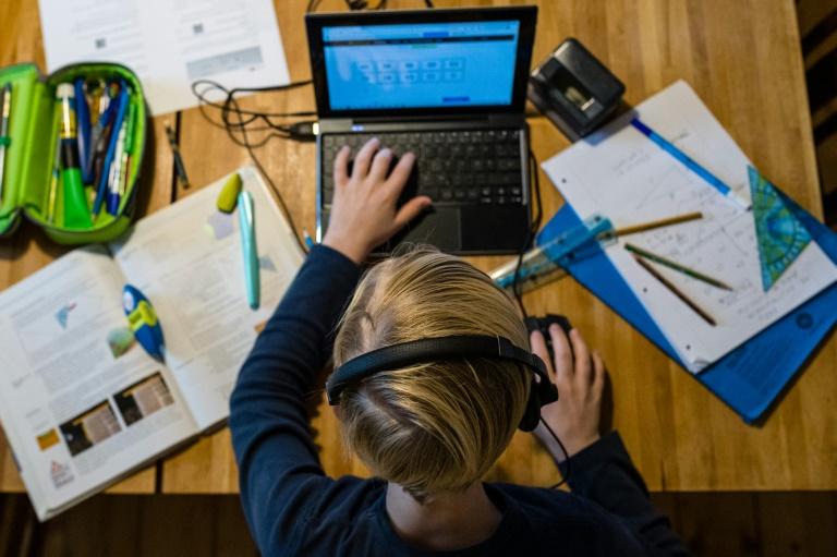 """Studie: Distanzunterricht wegen Corona """"so effektiv wie Sommerferien"""" (© 2021 AFP)"""