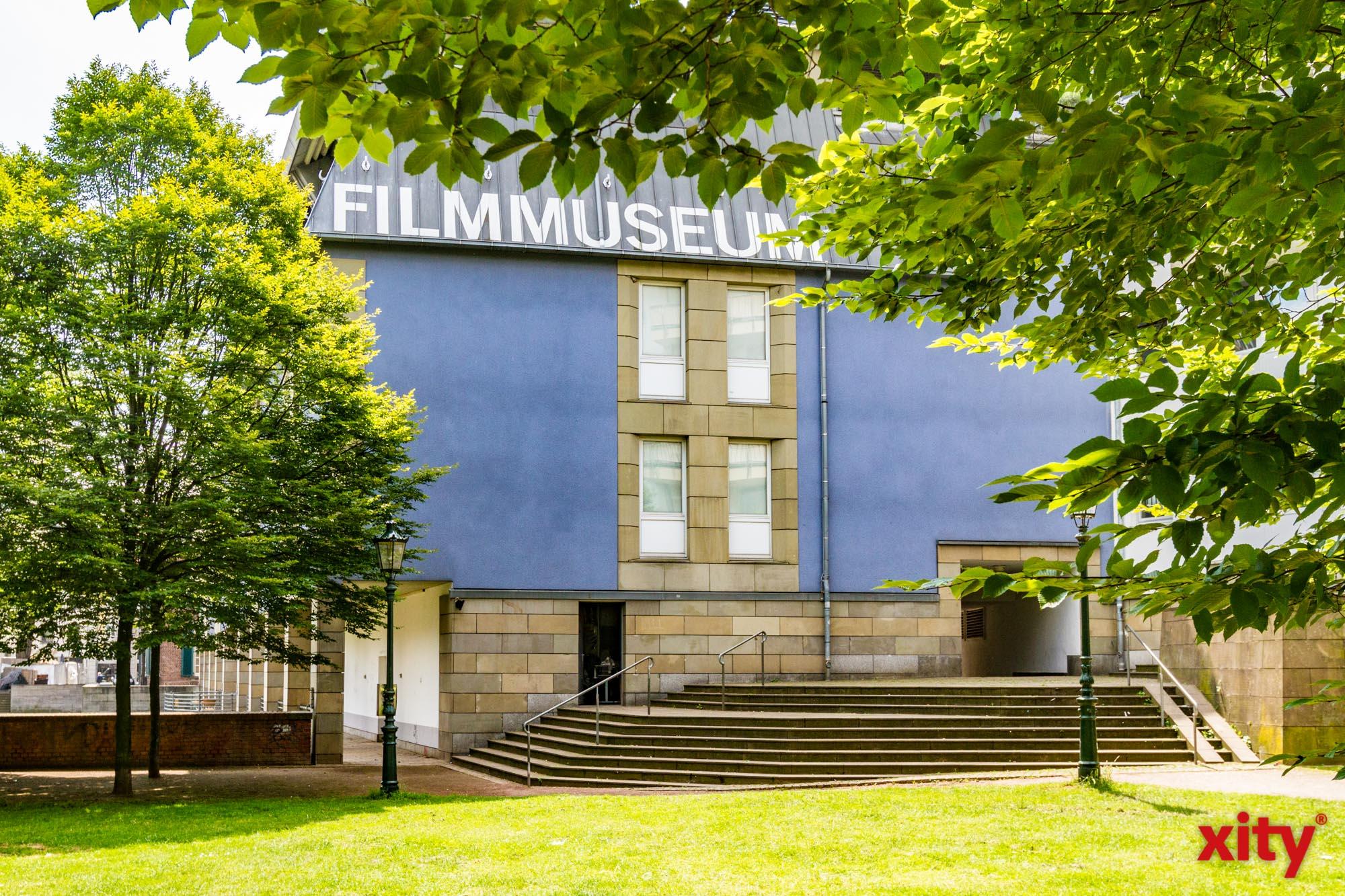 Umbau im Filmmuseum Düsseldorf: Kinostühle abzugeben (Foto: xity)