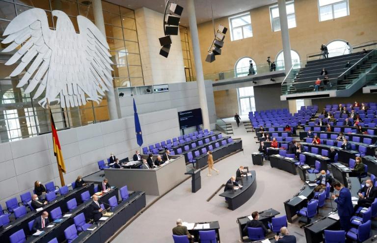 Merkel stellt sich letztmalig im Plenum Fragen der Abgeordneten (© 2021 AFP)