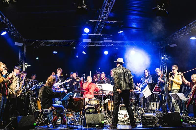 """Die Musikformation """"THE DORF"""" kommt im Rahmen des SoundSeeing-Festivals nach Bocholt. (Foto: Andre Symann)"""