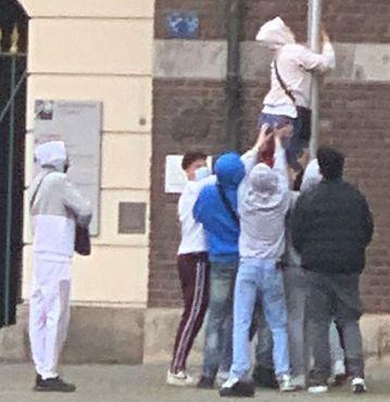 Polizei fahndet mit Fotos (Foto: Polizei Düsseldorf)