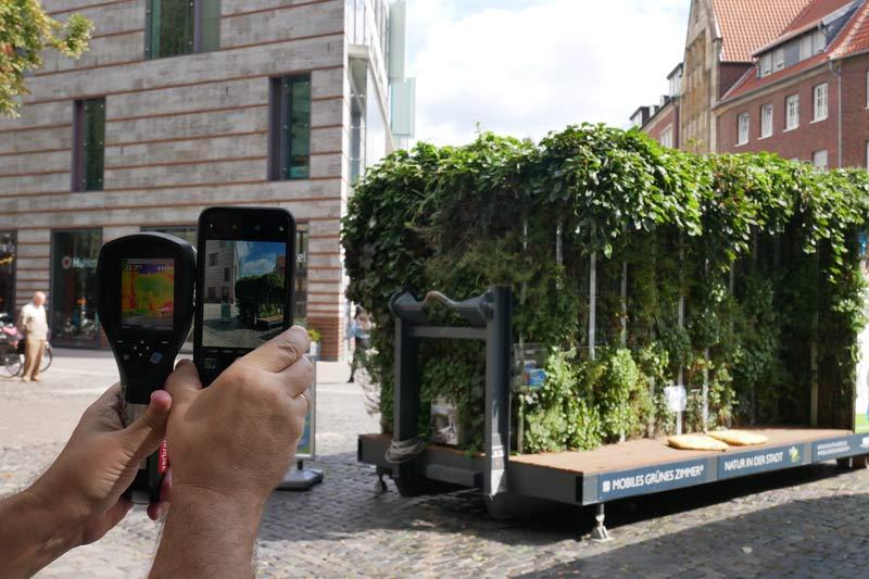 Die Wärmebildkamera zeigt den kühlenden Effekt von Pflanzen. (Foto: Stadt Münster)