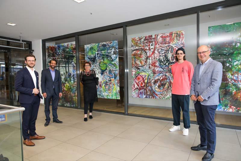 (v.l.): OB Felix Heinrichs, Prof. Dr. Lutz Vossebein, Professorin Renate Schmitt, Patrick Wendtland und Dr. Thomas Grünewald. (Foto: Stadt MG)