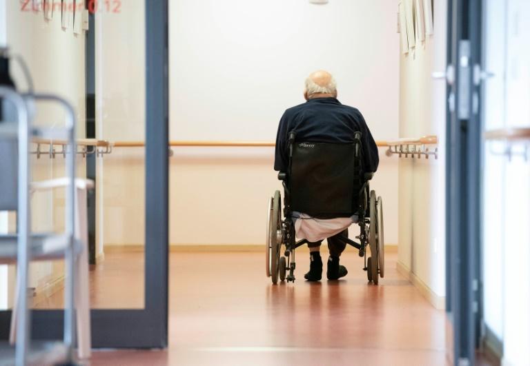 Deutlich erhöhte Sterblichkeit in Pflegeheimen in ersten beiden Pandemiewellen (© 2021 AFP)
