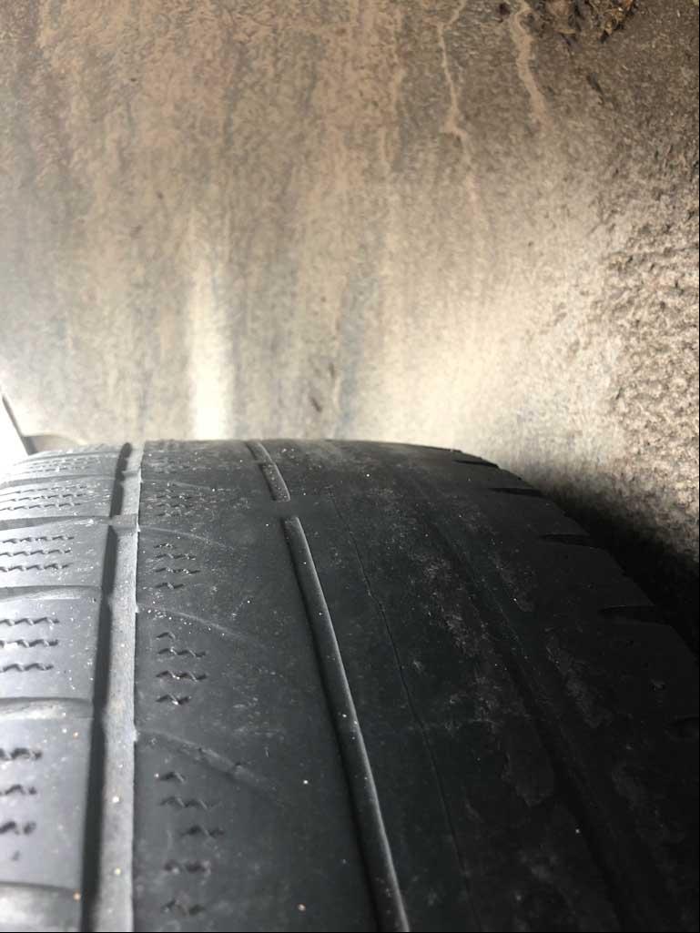 Profil der Reifen komplett abgefahren (Foto: Polizei Düsseldorf)