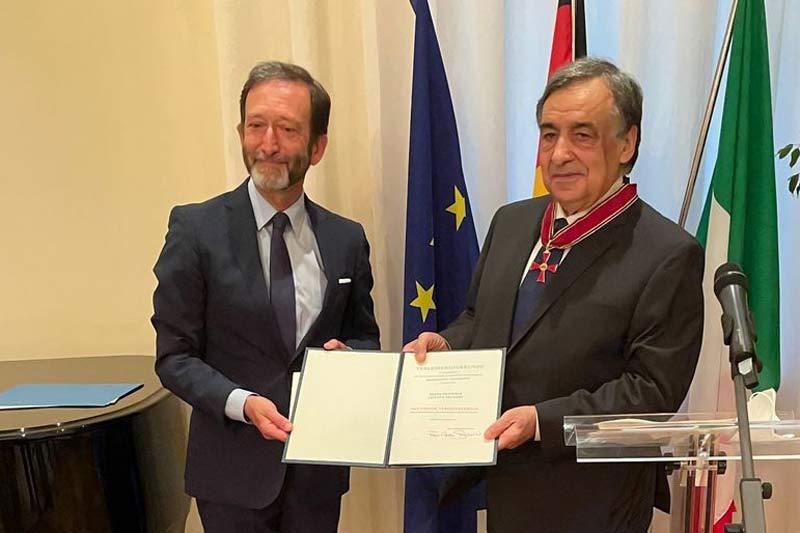 Palermos Oberbürgermeister Leoluca Orlando (rechts) wurde am Montag, 5. Juli 2021, das Große Verdienstkreuz der Bundesrepublik Deutschland in Rom verliehen. (Foto: Giuseppe Saitta)