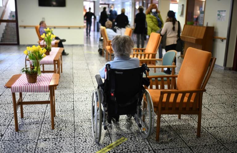 Bericht: Beschäftigungszuwachs in der Altenpflege in Pandemiejahr 2020 halbiert (© 2021 AFP)