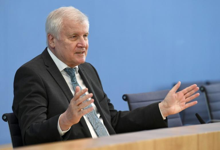 Seehofer lobt Erfolge im Kampf gegen verschlüsselte Kommunikation von Kriminellen (© 2021 AFP)