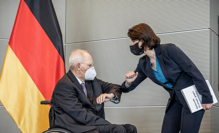 AfD macht Rückzieher bei Maskenpflicht im Bundestag (© 2021 AFP)