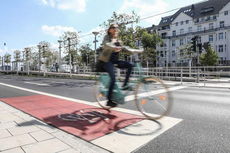 """Pünktlich zum Start der Sommerferien gibt es auf Düsseldorf Maps die """"Touren D"""", zehn neue Fahrradtouren. (Foto: Stadt Düsseldorf)"""