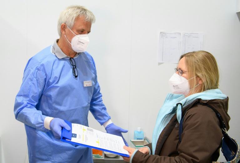 Unterschiedliche Noten aus dem Ausland für deutschen Umgang mit Pandemie-Phasen (© 2021 AFP)